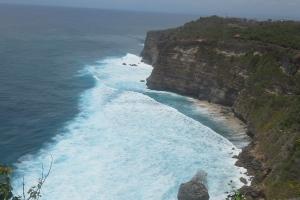 Bali Tour Guide Uluwatu cliff