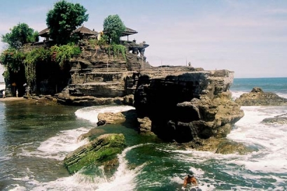 Bedugul and Tanah Lot Tour Bali Temple