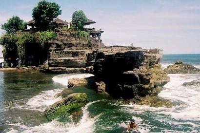 Bedugul and Tanah Lot Tour Bali Temple